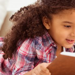 encourage child to read